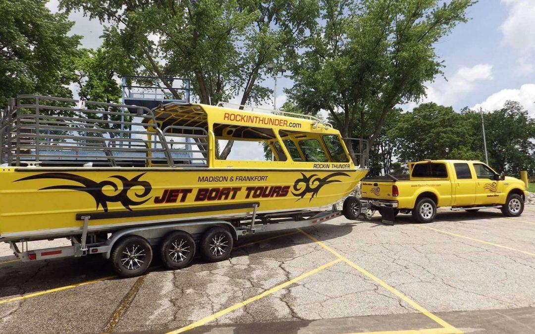 30′ Twin diesel tour boat